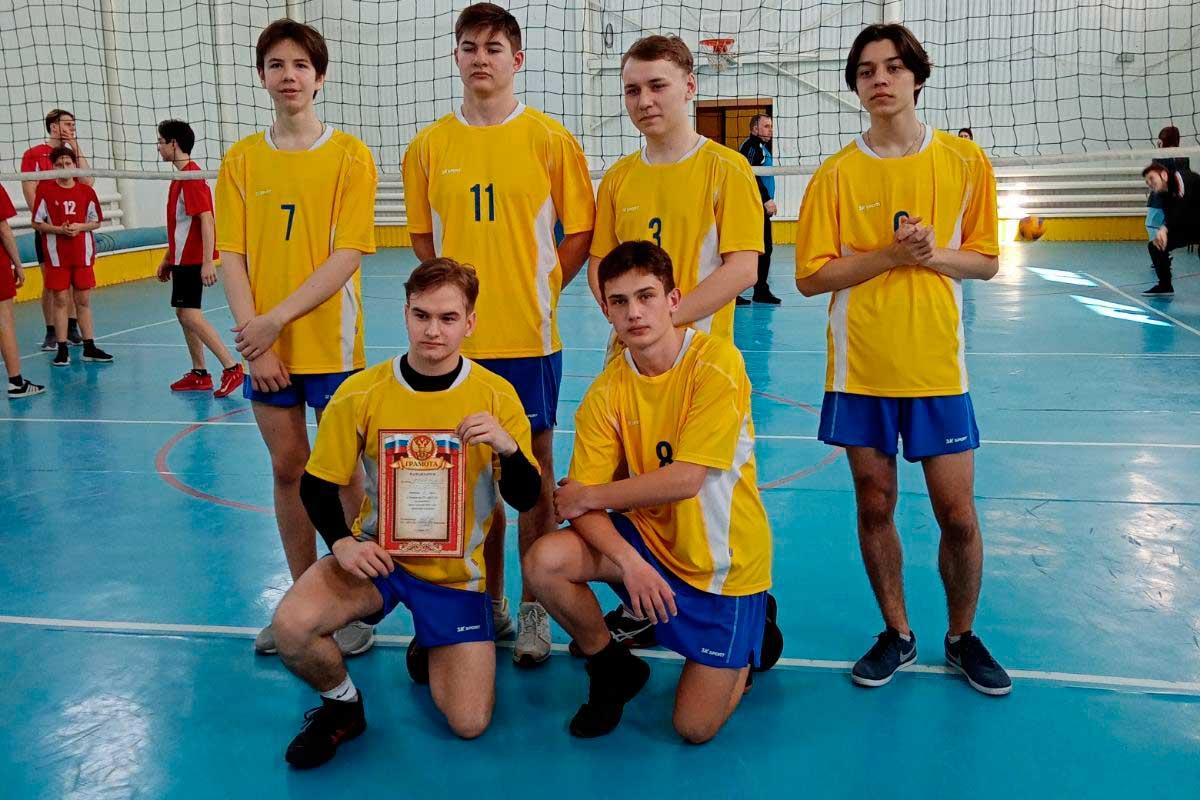 Победу одержала команда ГБОУ СОШ №2 п.г.т.Суходол